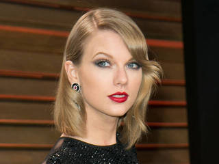 Taylor Swift embarks on road trip with Karlie...