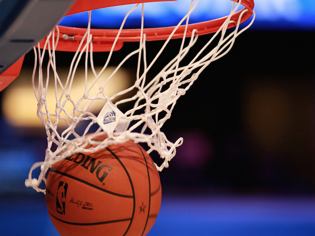 Watch: Girl, 11, slam-dunks basketball with ease - Denver7 ...