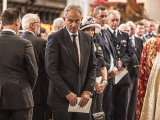 Tony Blair offers Iraq war apology