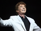 Barry Manilow has medical issues after concert