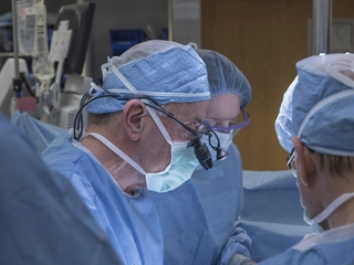 Surgeons perform US's first uterus transplant