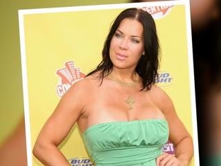 Former professional wrestler Chyna dead at 46