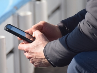 Cellphone radiation may cause cancer, study says