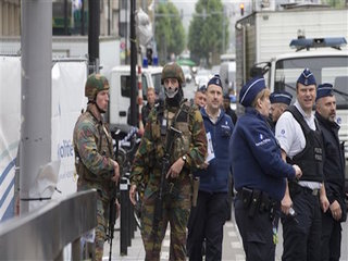 Man arrested in Brussels after security alert