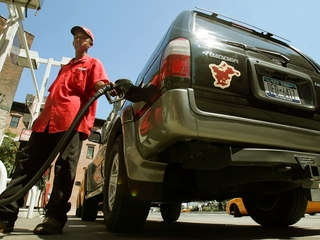 As gas prices fall, SUV sales improve