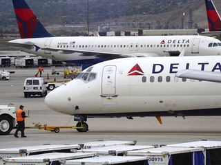 Delta flight mistakenly lands at Air Force base