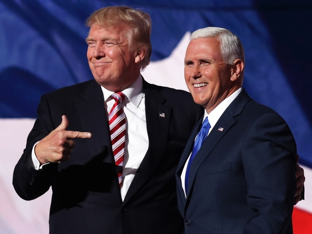Pence uses Packers to make a political point