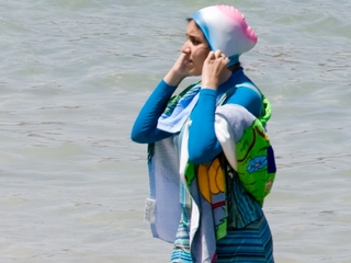 Top French court overturns burqini ban
