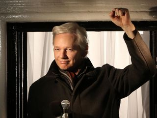 Assange denies link between WikiLeaks and Russia