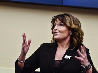 Sarah Palin notes men sat during VP debates