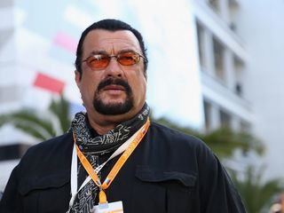 Putin Gives Steven Seagal Russian Citizenship