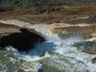 Flood risk sparks evacuation order in California