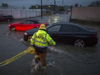 'Weather bomb' causes heavy rain in California