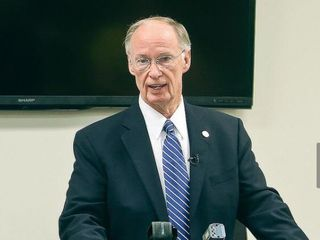 AP: Alabama governor to resign