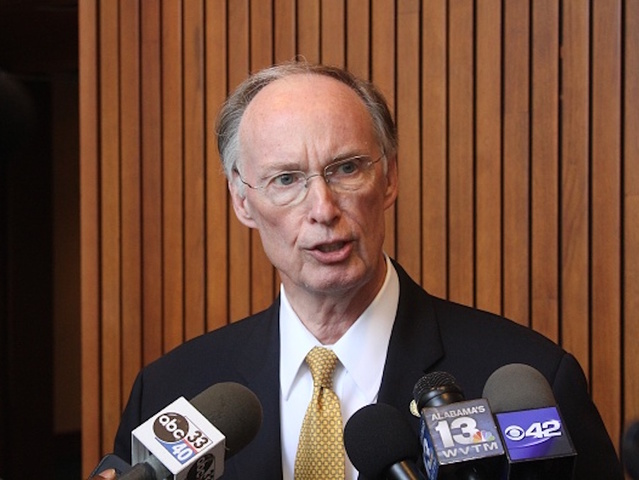 Alabama governor, facing possible impeachment, to resign