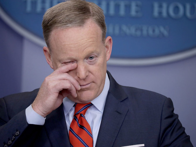 Sean Spicer apologizes for 'inappropriate, insensitive' Holocaust comment