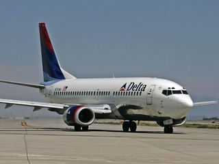 Delta apologizes after booting family off flight