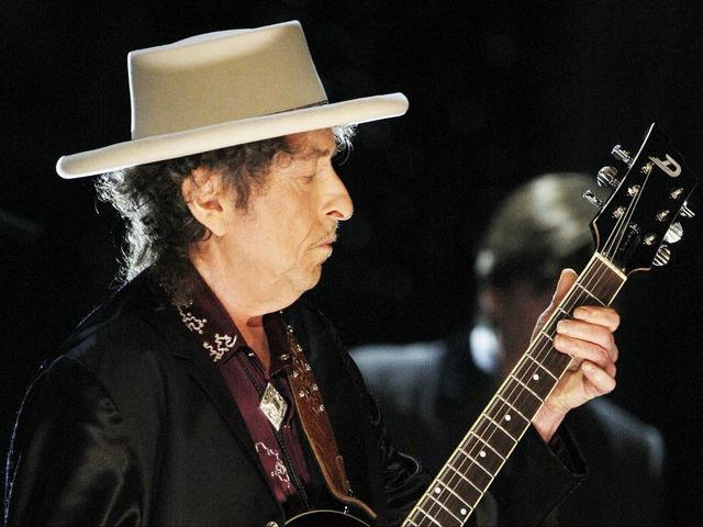 Bob Dylan Gives A Last-Minute Nobel Lecture To Make $900000