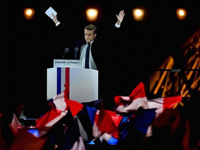 France's Macron heads for crushing parliamentary majority