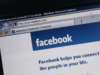 Facebook takes on government in gag order fight