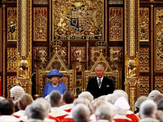 Queen opens UK parliamentary year with speech