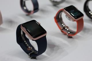 D-backs coach under fire for wearing Apple Watch