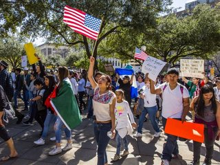 Texas immigration crackdown stalls in court