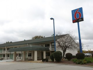 Motel 6 reported guests to ICE