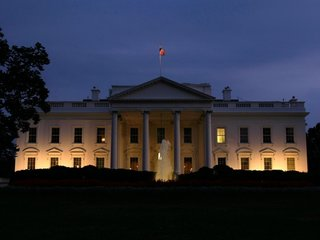 White House to probe aides' private emails