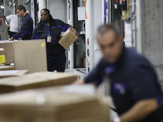 FedEx workers 'volunteering' to work Christmas