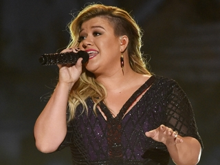 Kelly Clarkson to perform free concert this June
