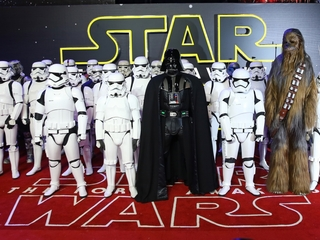 New 'Star Wars' sinks 'Titanic' at box office