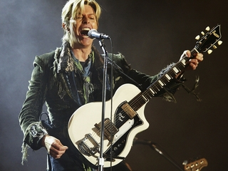 Late-night shows pay tribute to David Bowie