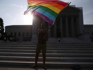Italy Senate OKs civil unions for gay couples