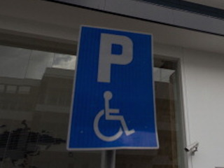 Lawmakers propose change to handicapped signs
