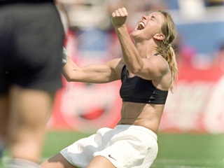 Brandi Chastain donating brain to CTE research