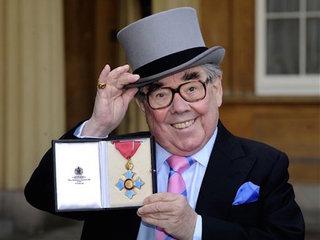 Comedian Ronnie Corbett dies at 85