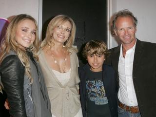 Hayden Panettiere's dad owes the star $100K