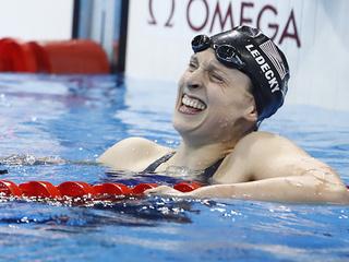 Katie Ledecky breaks 800m world record