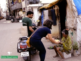 'Robin Hood Army' feeds poor in India, Pakistan