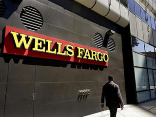 Denver: 300+ protest Wells Fargo over pipeline