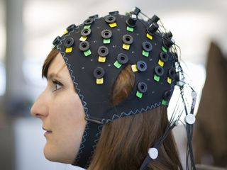 Brain-scanner tech helps paralyzed patients