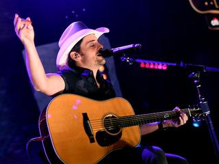 Paisley: CMA Awards media rules 'ridiculous'