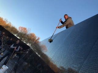 Ryan Zinke helps clean Vietnam Veterans Memorial