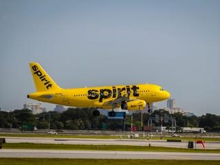 Spirit Airlines cancels hundreds of flights