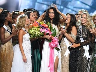 K������ra McCullough wins Miss USA