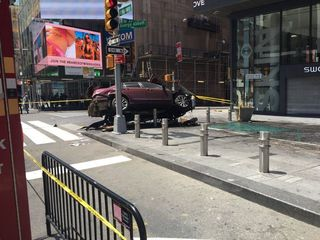 At least 1 dead after car crash in Times Square