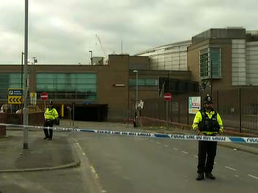 Witnesses describe Manchester Arena explosion - CNN Video