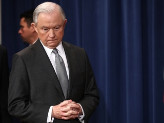 Sessions offers to answer questions about Russia
