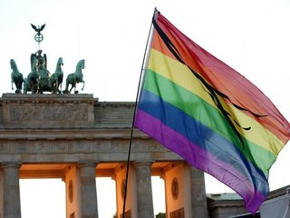 Merkel supports free vote on same-sex marriage